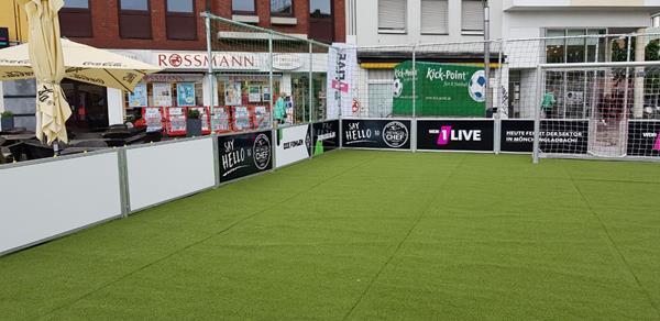 mobiler soccer court